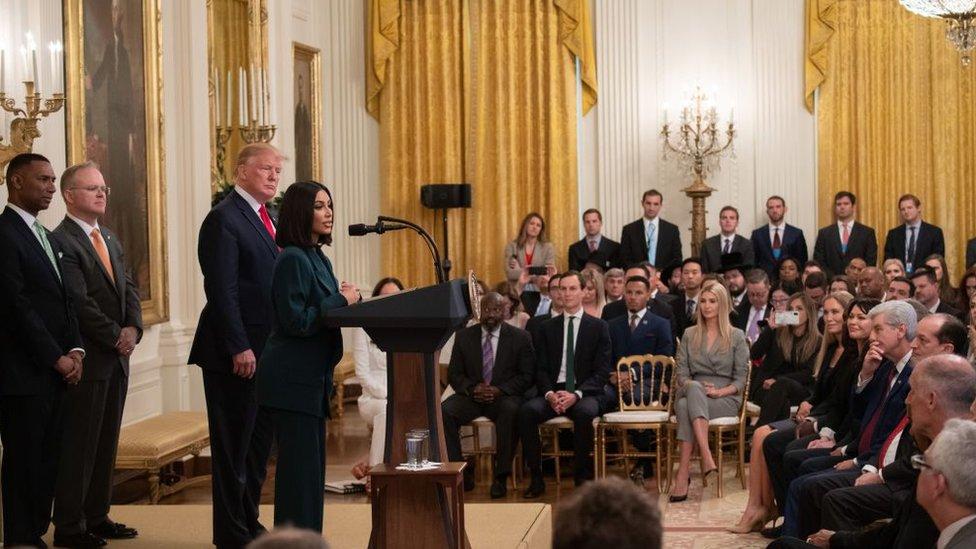 Kim Kardashian en la Casa Blanca durante un evento sobre la reforma del sistema de justicia criminal.