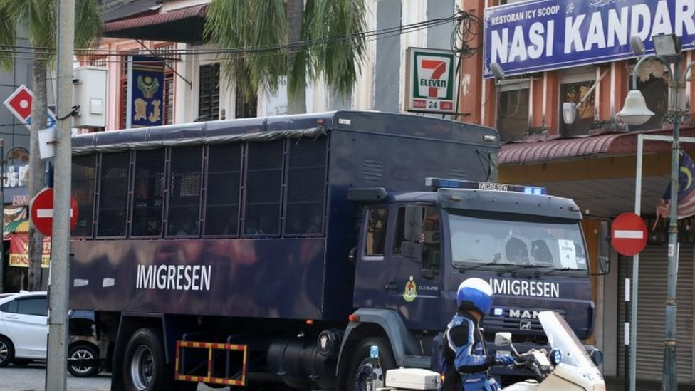 Truk mengangkut para migran di Malaysia.