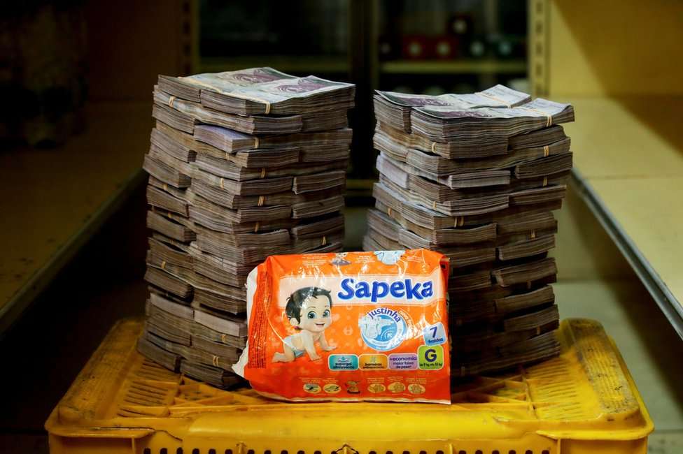 Nappies next to 8,000,000 bolivars