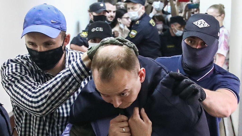 Журналист и советник Рогозина Иван Сафронов арестован. Его заподозрили в работе на чешские спецслужбы