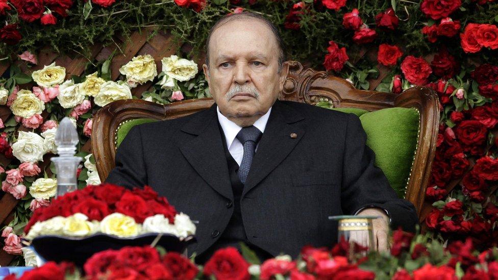 Экс-президент Алжира Абдельазиз Бутефлика умер в возрасте 84 лет. Он покинул пост всего два года назад