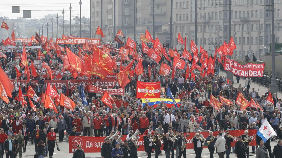 Supporters of left-wing political parties and movements attend a May Day rally in central Moscow, Russia May 1, 2018.