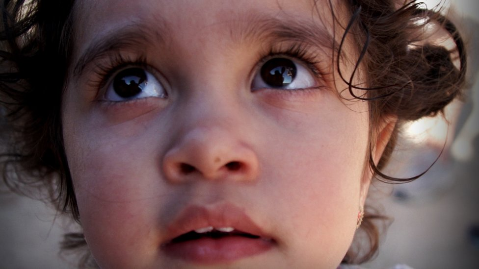 La hija de la familia Popovici, que viajó desde Rumania hasta la frontera suroeste de Estados Unidos.