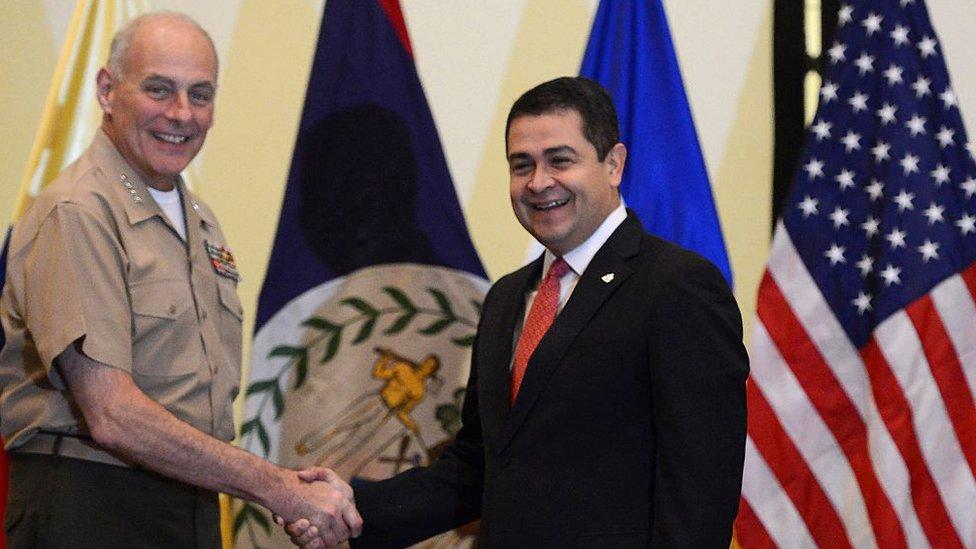 La prensa hondureña señaló que tras la decisión estaba la intención del presidente Juan Orlando Hernández de buscar mejores relaciones con EE.UU.