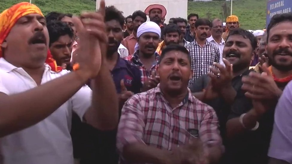 Angry crowds block women from Sabarimala Hindu temple