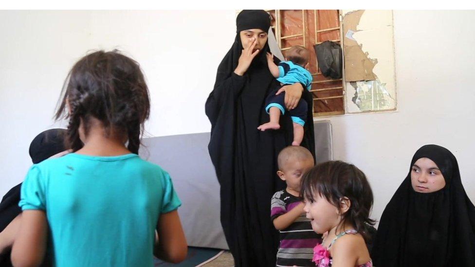 Istri-istri ISIS: Mengapa Saya Bergabung dengan 'Kekhalifahan' di Raqqa