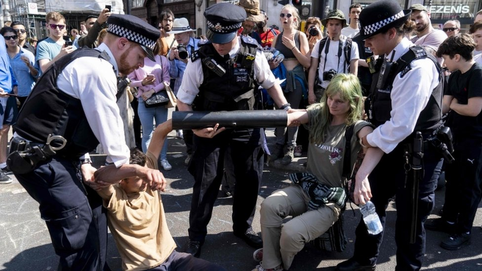 Extinction Rebellion: Met Police asks for 200 extra officers