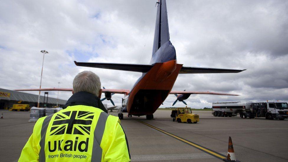 طائرة مساعدات.