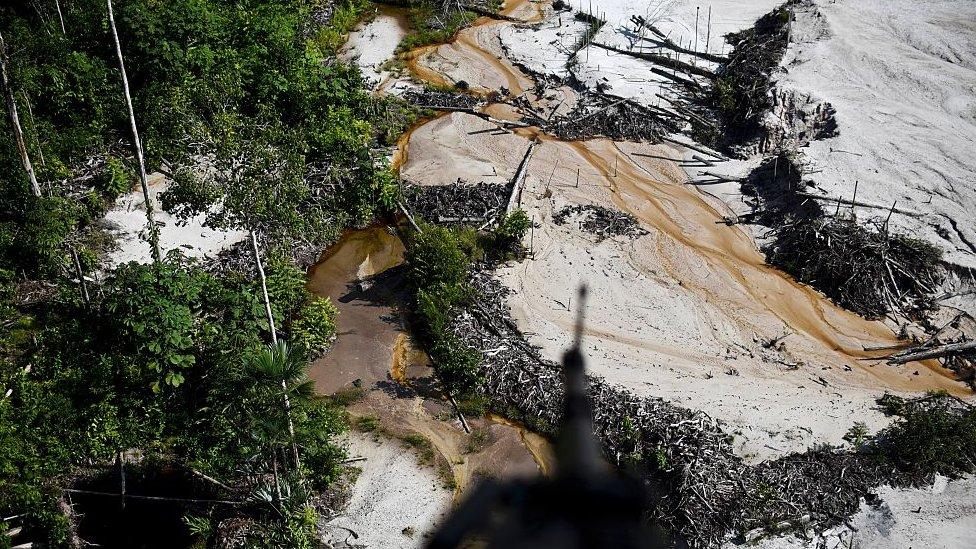 Mina ilegal en Colombia