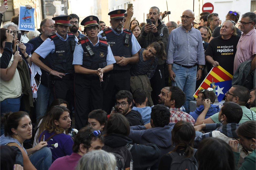Catalan police talk to protesters outside Unipost office in Terrassa on 19 Sept