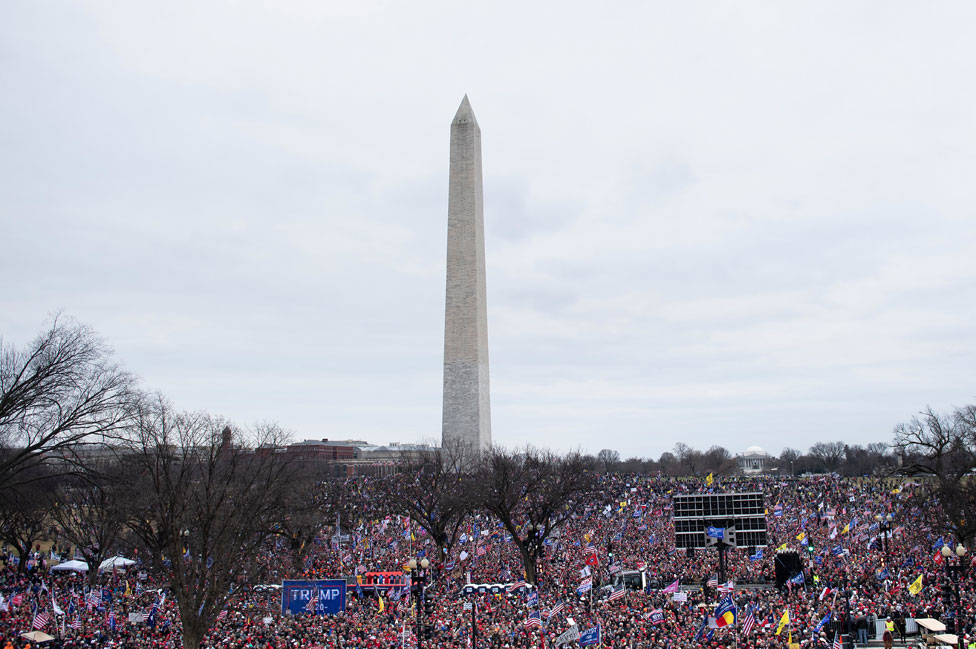 Crowds at Washington Monument