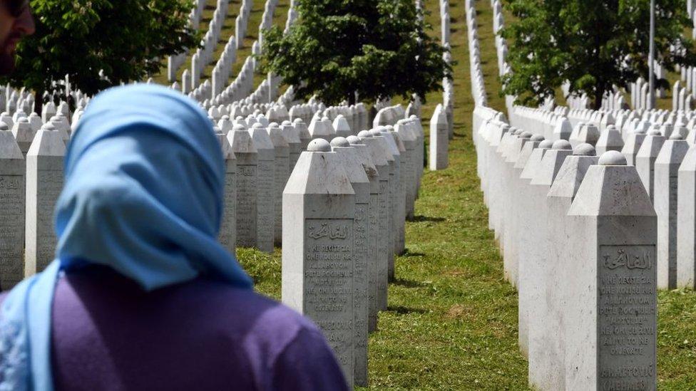 مقابر ضحايا مذبحة سربرنيتسا