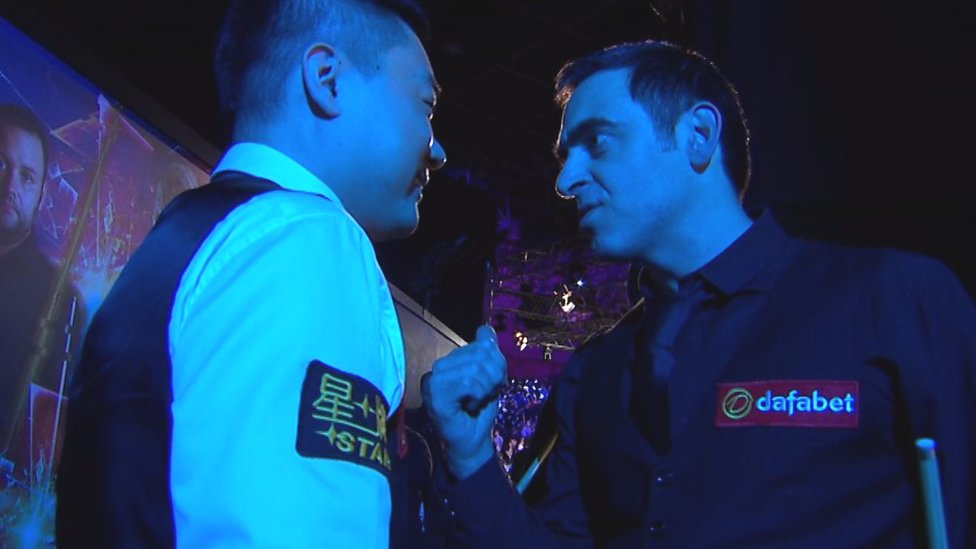 Ronnie O'Sullivan gives Ding Junhui a pep talk