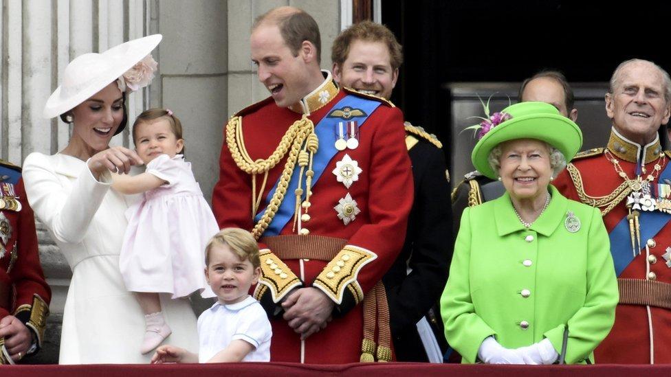 La familia real británica reunida