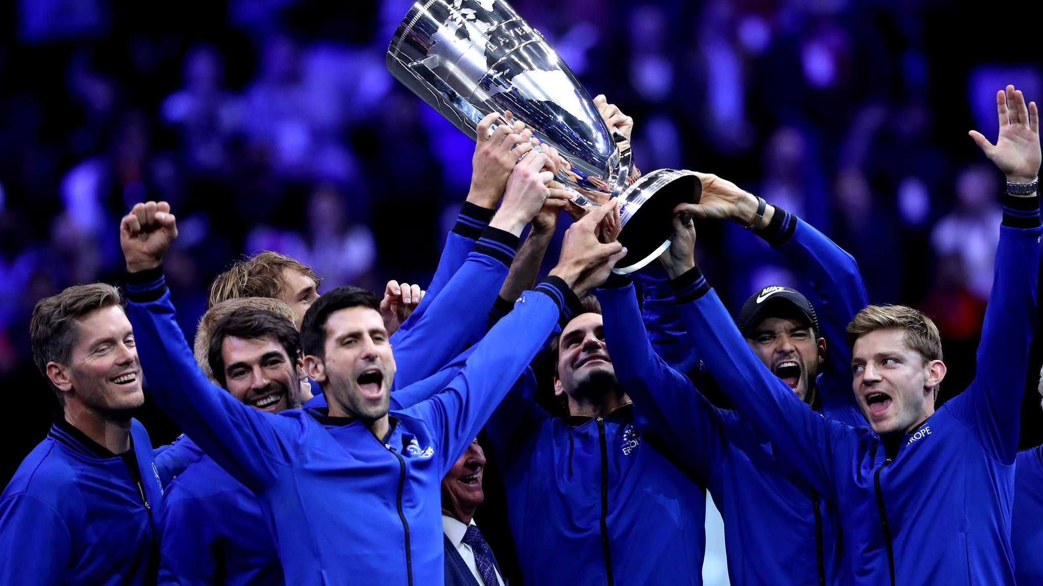 Federer and Zverev win singles as Europe retain Laver Cup
