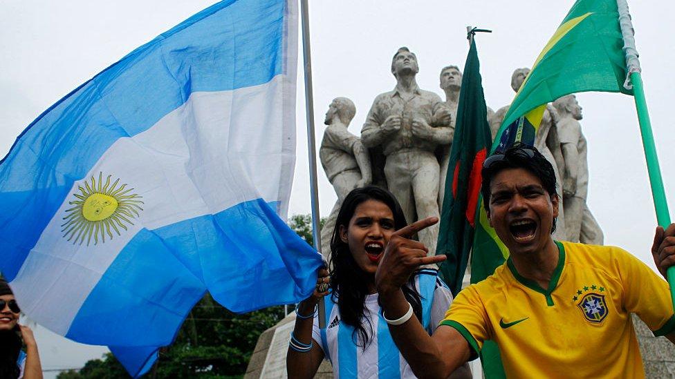 Seguidores de Brasil y Argentina en 2018 en Bangladesh.
