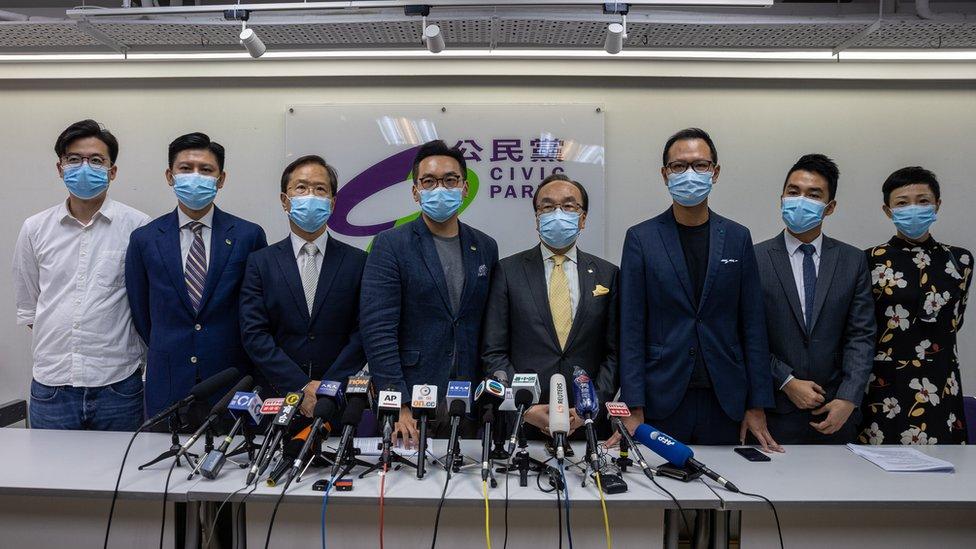 外界關注四名被取消參選資格的泛民主派議員,會否獲邀延任一年。