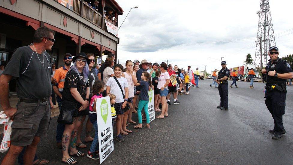 Demonstrasi mendukung Adani di Queensland