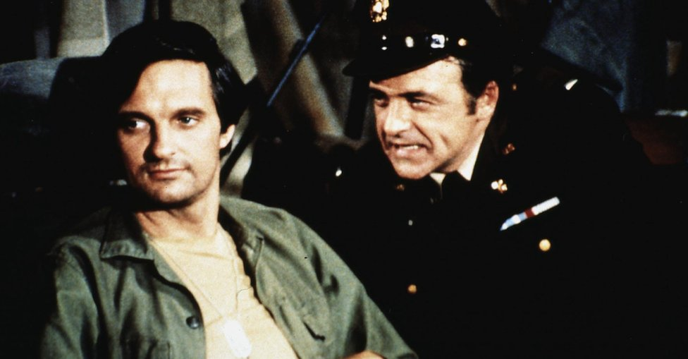 Alan Alda and Ed Flanders in an episode of M*A*S*H in 1972