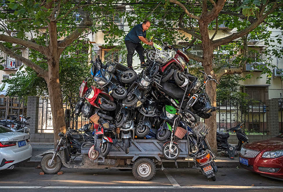 دراجات نارية على متن عربة صغيرة