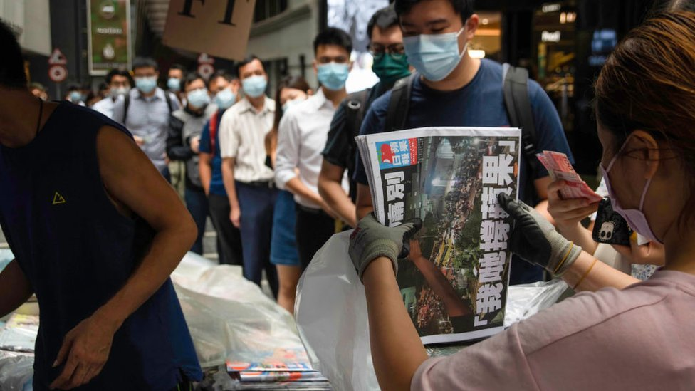 People queue to buy the last edition of Apple Daily