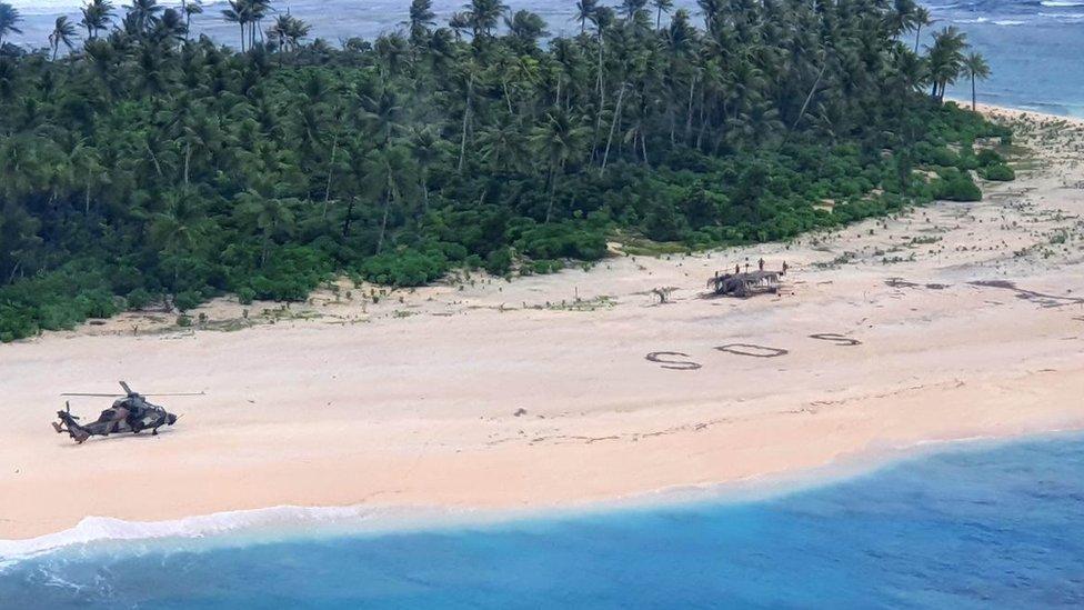 Australijski vojnički helikoper na ostrvu Pikelot u Mikroneziji