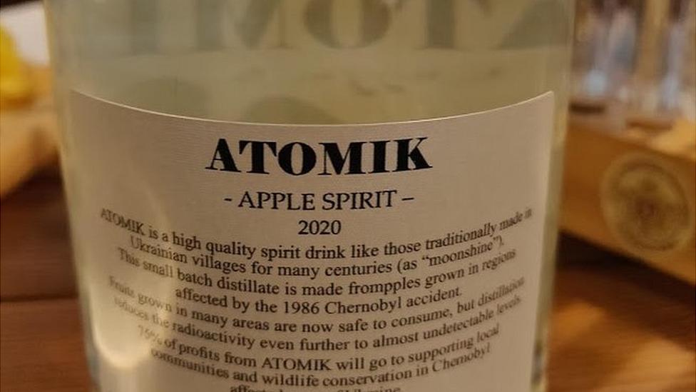На Украине конфисковано 1500 бутылок водки из Чернобыля, следовавших в Британию
