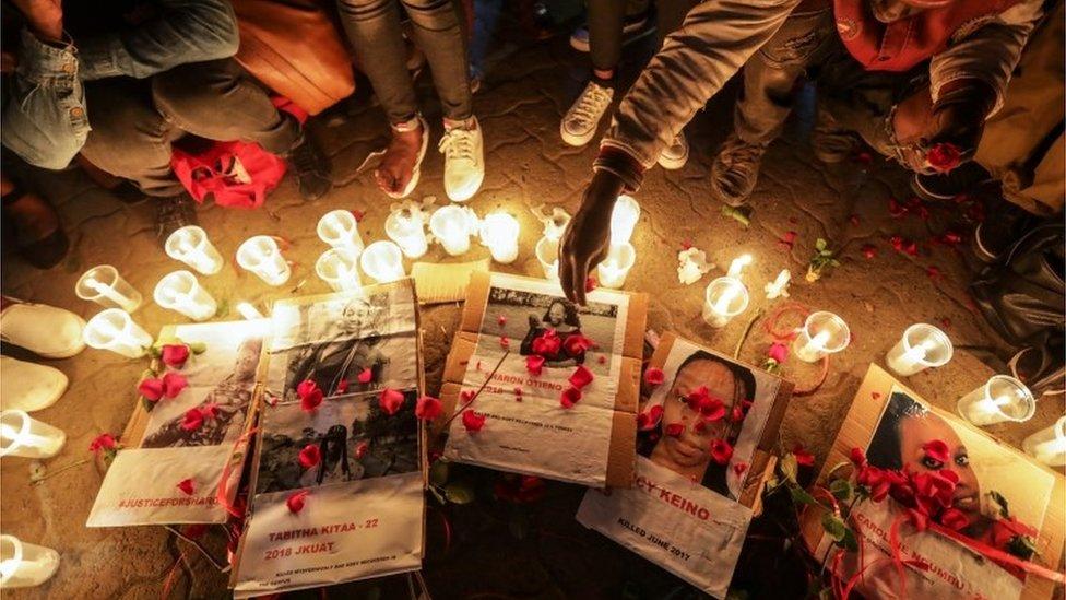 Kenijski aktivisti pale sveće na slikama ubijene devojke