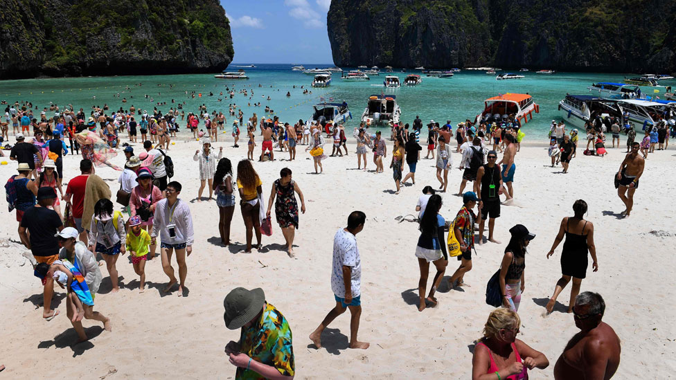 """Repleta de gente, la Bahía Maya no tiene el mismo encanto que en la película """"The Beach"""""""