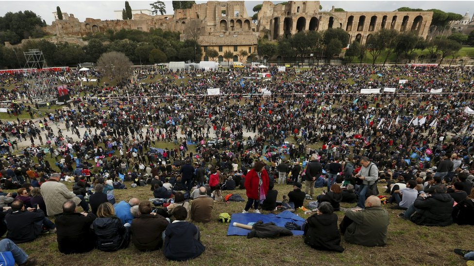 Thousands protests a same-sex marriage bill in Italy