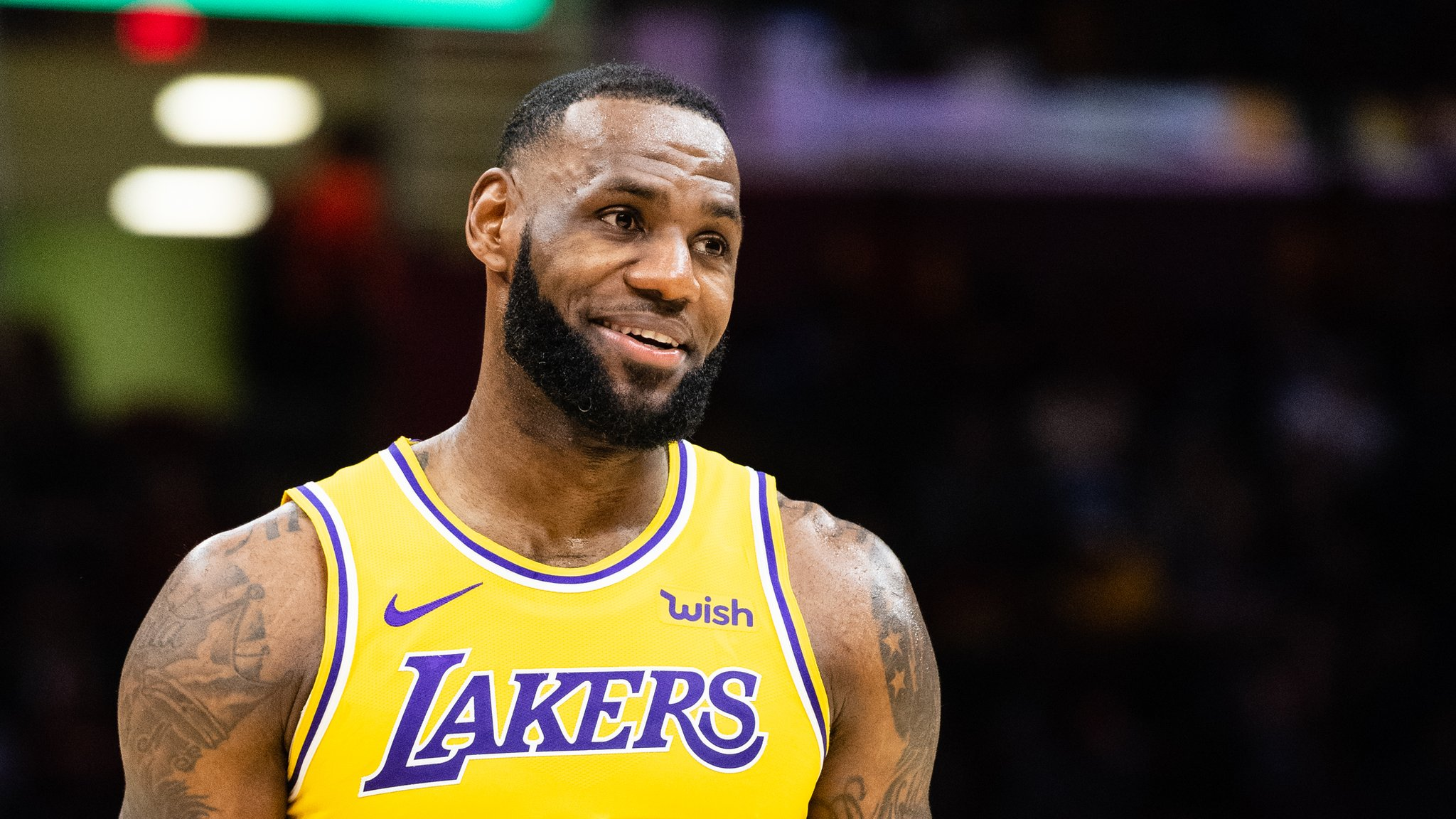 LeBron James inspires LA Lakers in late comeback on return to Cleveland Cavaliers