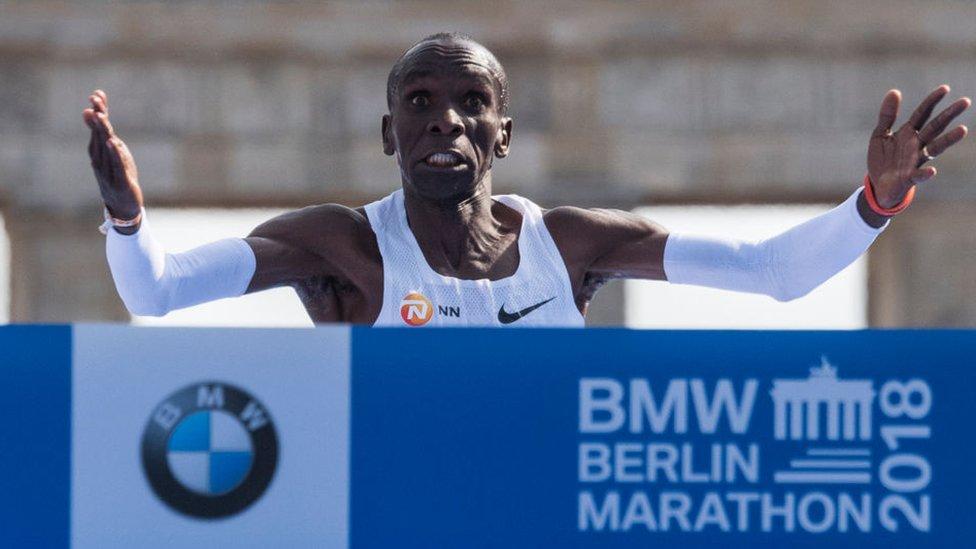42 кілометри за 2 години: Кенієць встановив світовий рекорд в марафоні