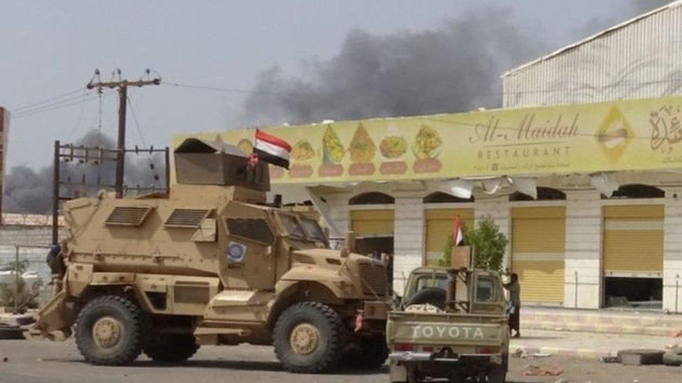 القوات اليمنية الحكومية تزحف نحو الحديدة