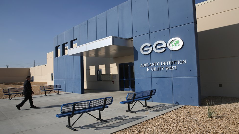 En 2017 Geo Group obtuvo unos ingresos de US$184 millones por contratos relaciones con ICE, y con el Cuerpo de Alguaciles de Estados Unidos.