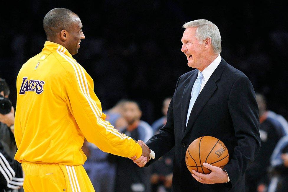 NBA logosunda silüeti yer alan eski basketbolcu Jerry West, Kobe'nin ölümünün ardından 'oğlumu kaybetmiş gibi hissediyorum' dedi.