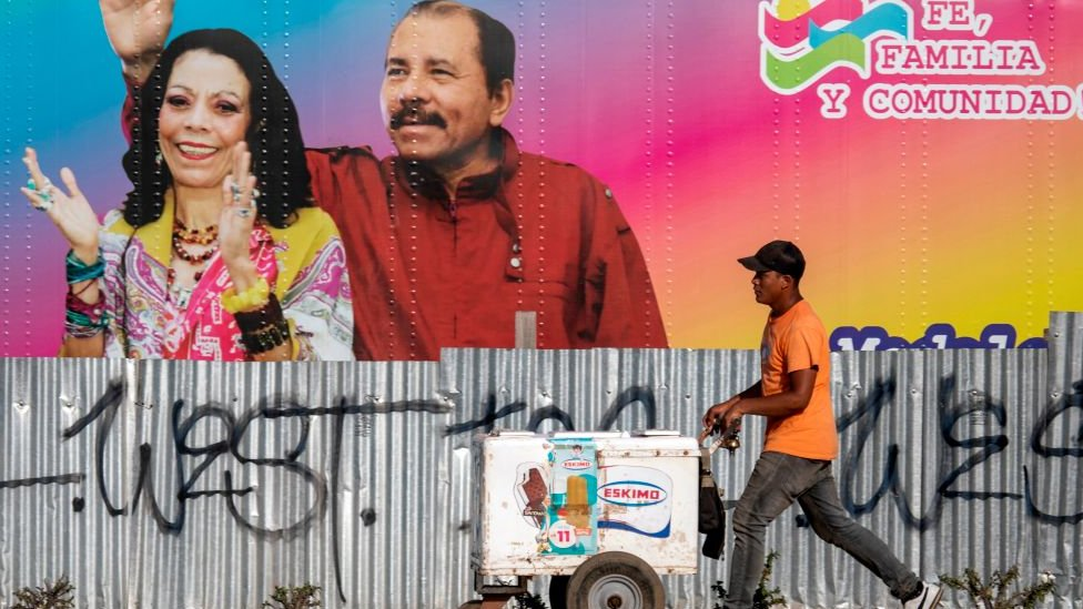 Afiche con los rostros de Rosario Murillo y Daniel Ortega