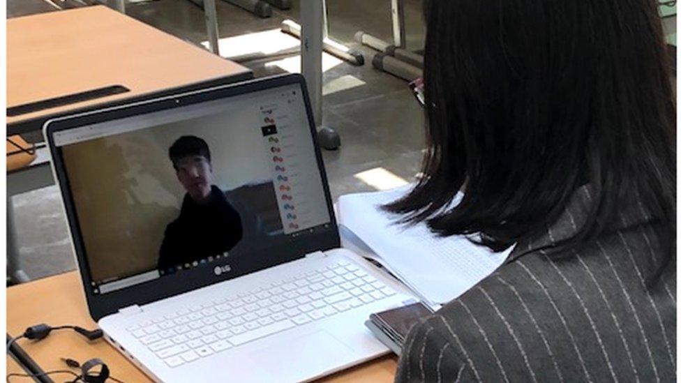 河老師表示,她一開始對於使用這些新技術感到焦慮。