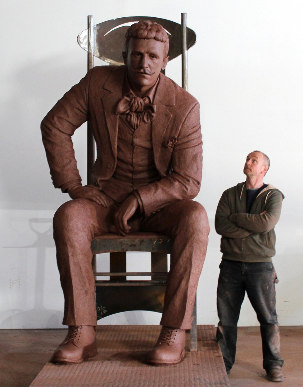 Andy Scott with sculpture