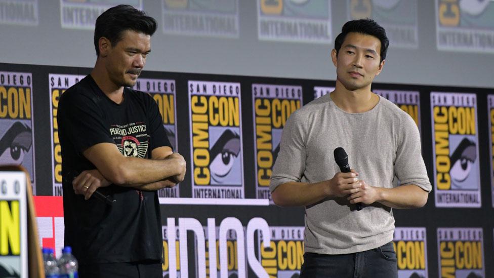 Destin Danijel Kreton i Simu Liu
