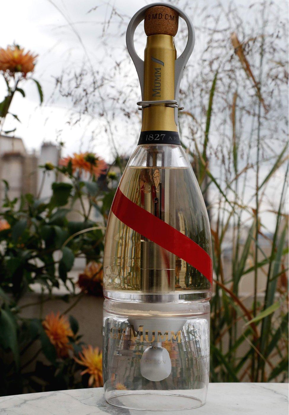 Boca Mam Grand Kordon Stelar šampanjca, koji će se testirati na letu.
