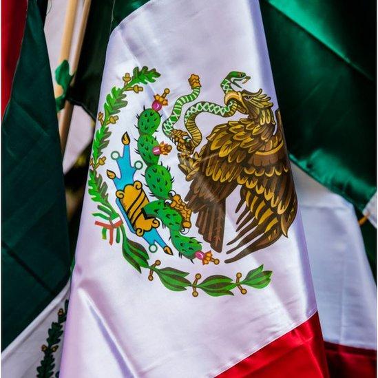 El escudo de la bandera mexicana