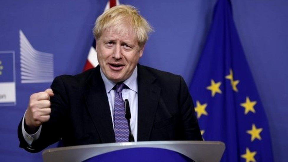 Борис Джонсон согласовал с ЕС новое соглашение о брексите. Чем оно отличается от старого?
