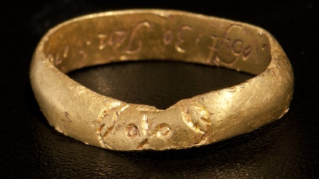 A post-medieval gold ring