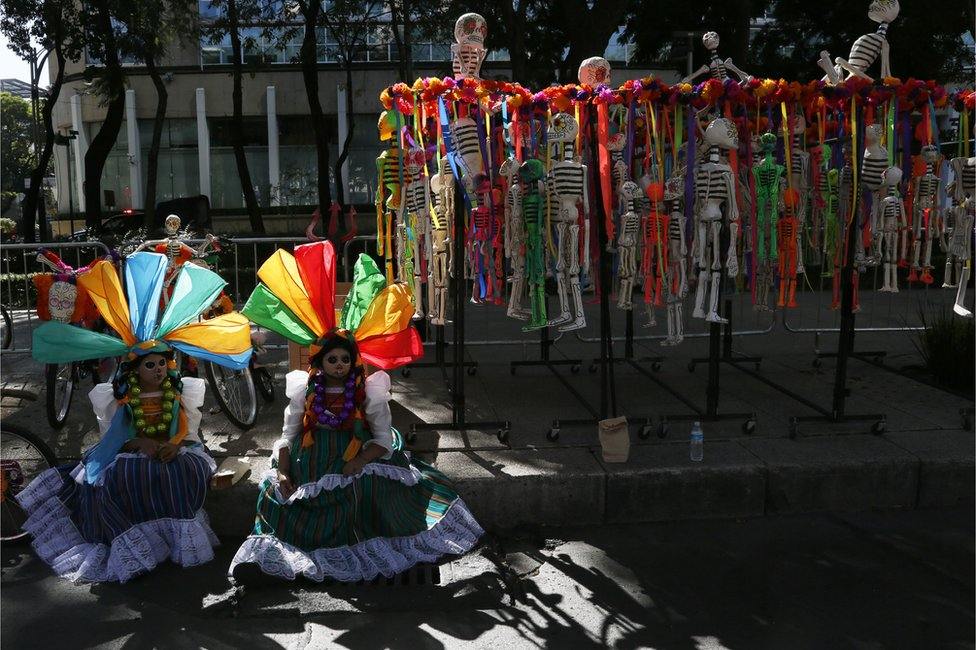 Women in costumes wait for Day of the Dead parade to begin along Mexico City's main Reforma Avenue, Saturday, Oct 29, 2016