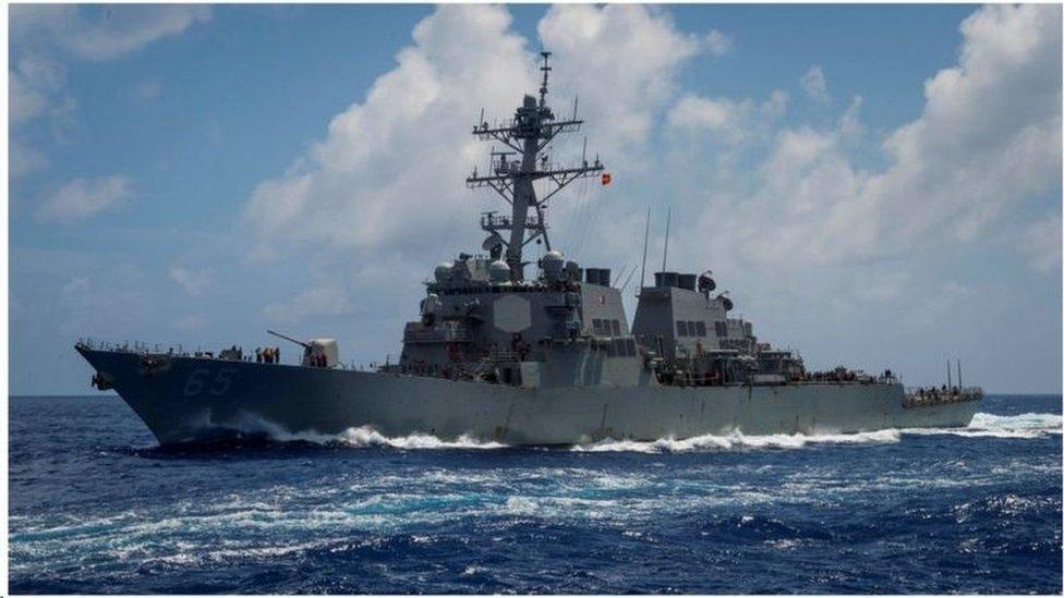 美國海軍伯克級驅逐艦DDG-65班福德(USS Benfold)號是行經台灣海峽的兩艘驅逐艦之一。