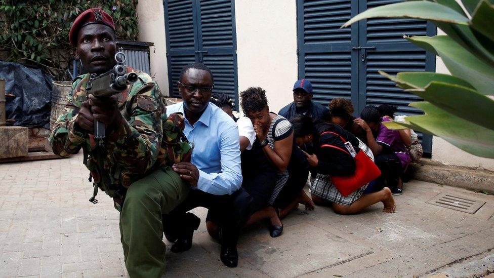 Nairobi hotel: Kenyans praise 'heroes' of DusitD2 siege