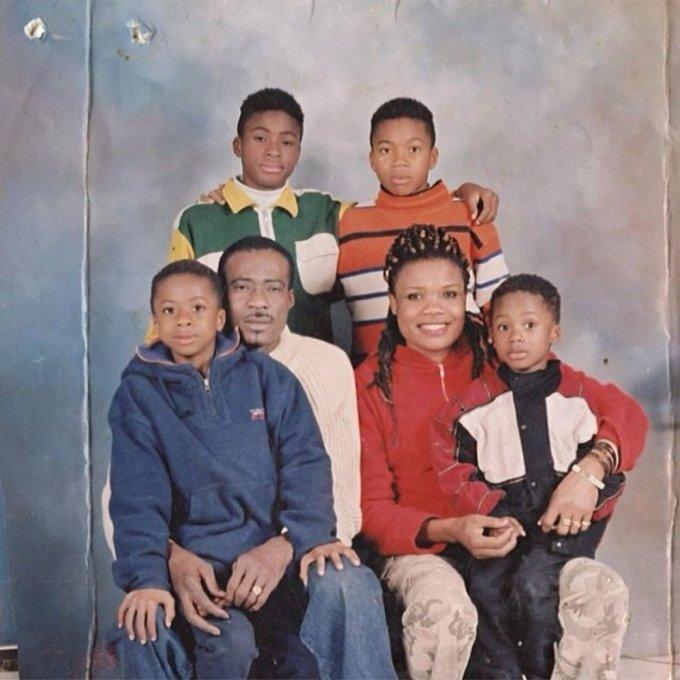 Antetokounmpo ailesi: Baba Charles, anne Victoria ile oğulları Thanasis(sol üstte), Giannis (sağ üstte), Kostas (sol altta) ve Alexis (sağ altta).