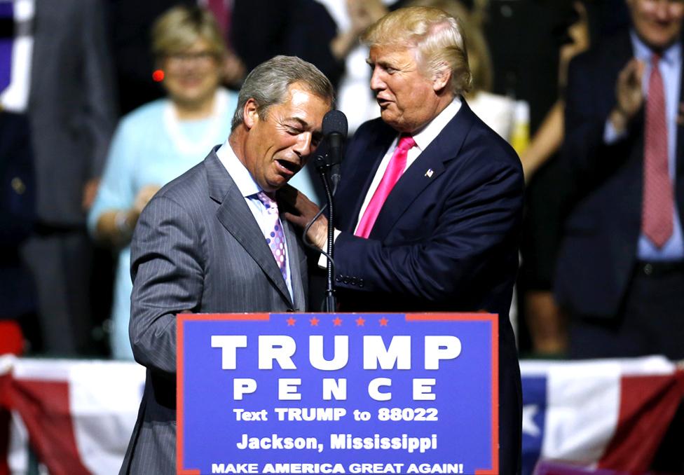 Donald Tramp dočekuje Najdžela Faraža u Misisipi koloseumu, u Džeksonu, 2016. godine