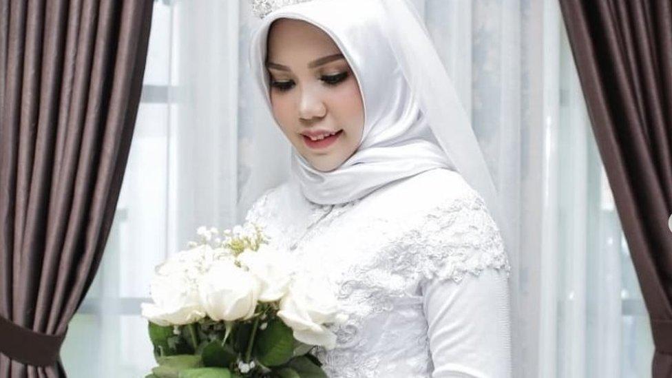 Lion Air fiancée in wedding photos alone