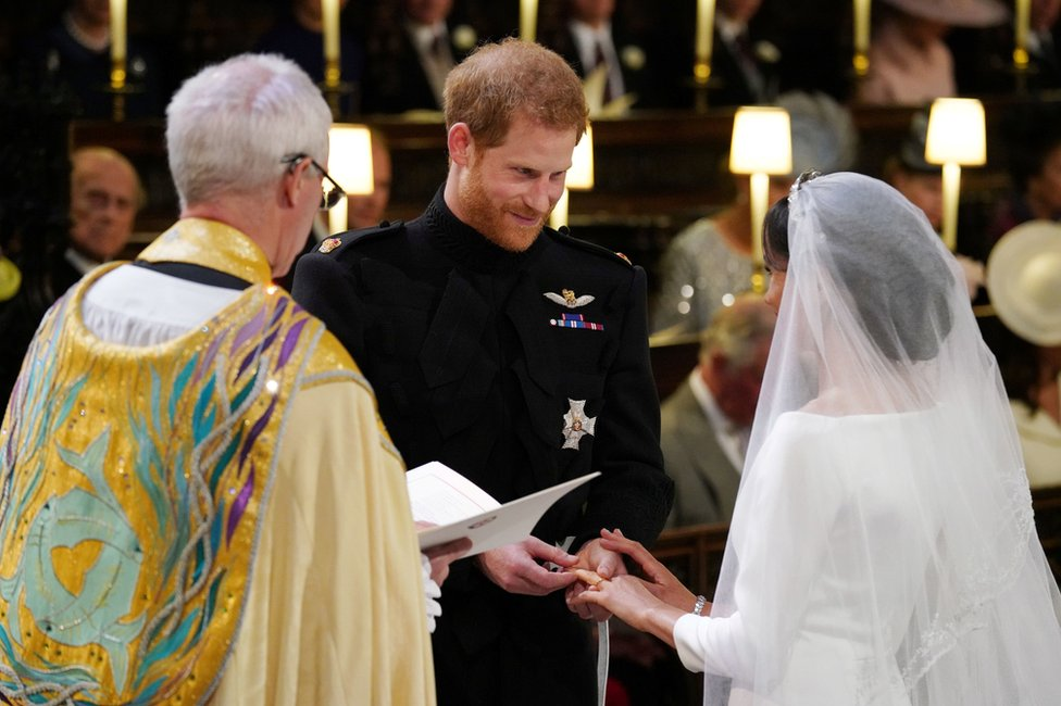 """Prince Harry places the wedding ring on the finger of Meghan Markle in St George""""s Chapel"""